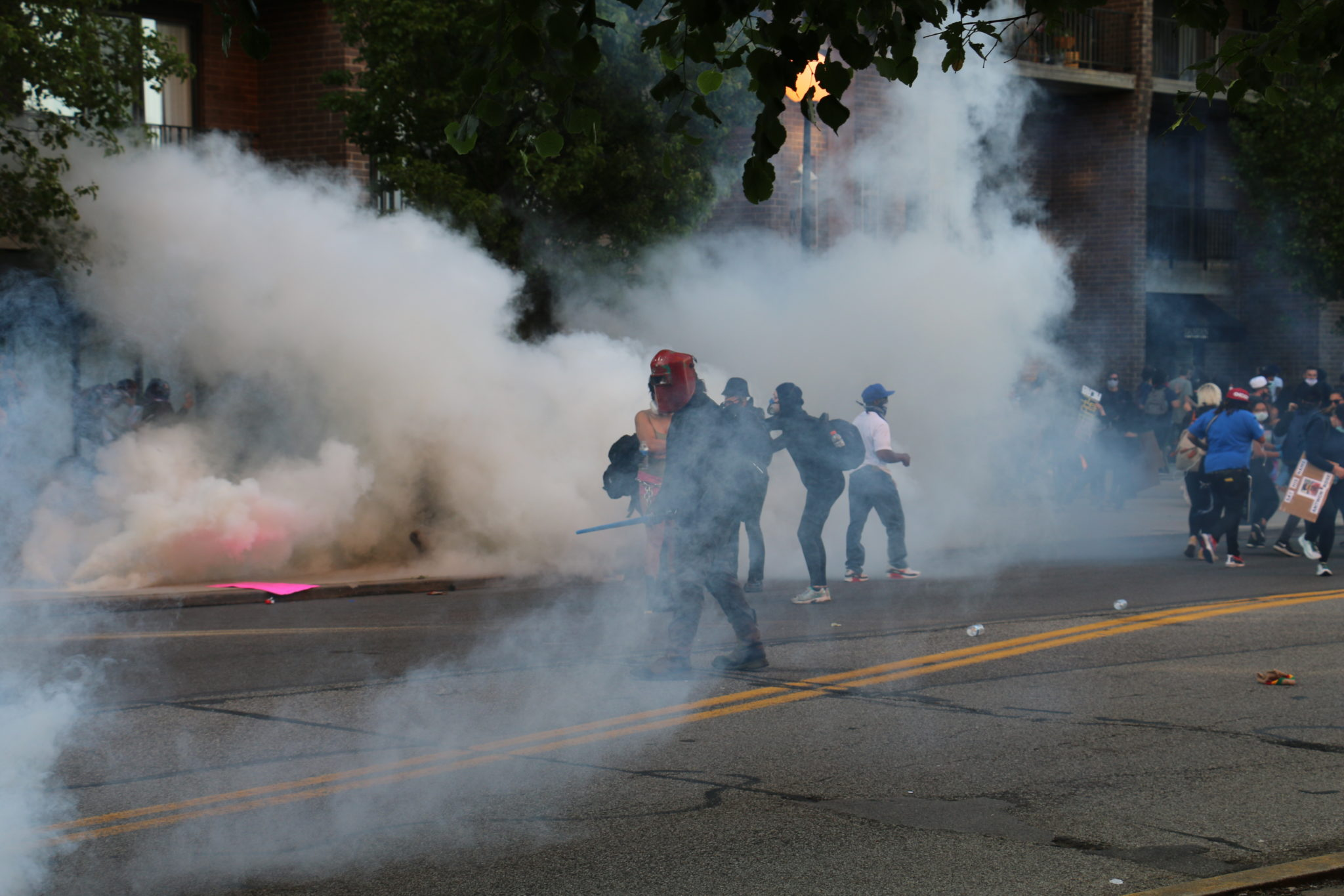 Policías usan gas lacrimógeno y balas de goma contra manifestantes de la marcha Black Lives Matter en East Liberty; 20 detenidos