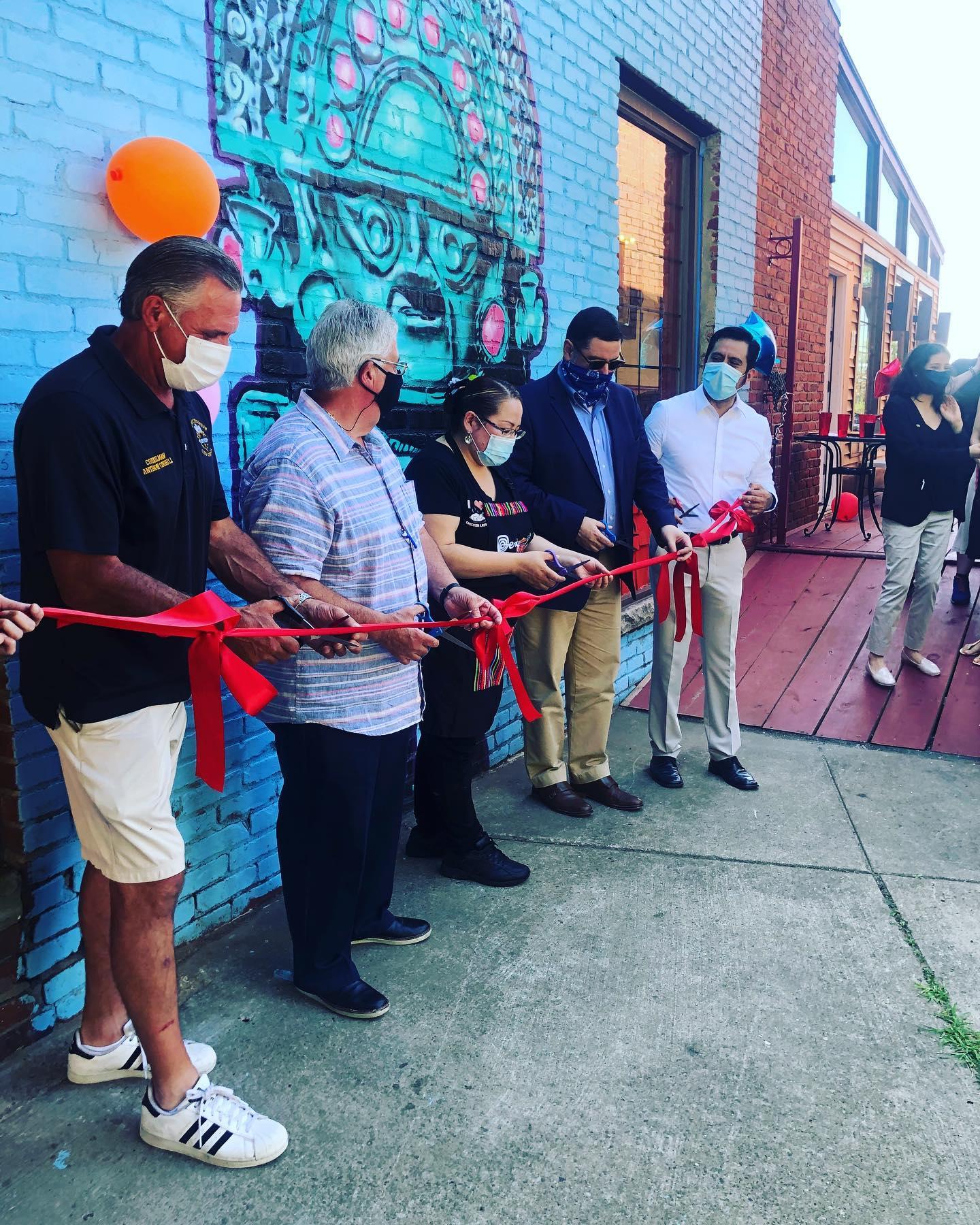 Chicken Latino celebra la apertura de su nuevo local en Beechview