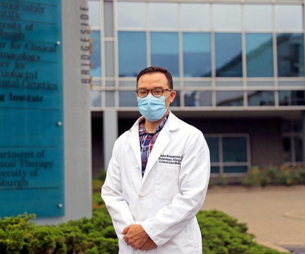 Médico de la UCI de UPMC dice que los desafíos de tratar a los pacientes con COVID-19 han cambiado drásticamente desde marzo