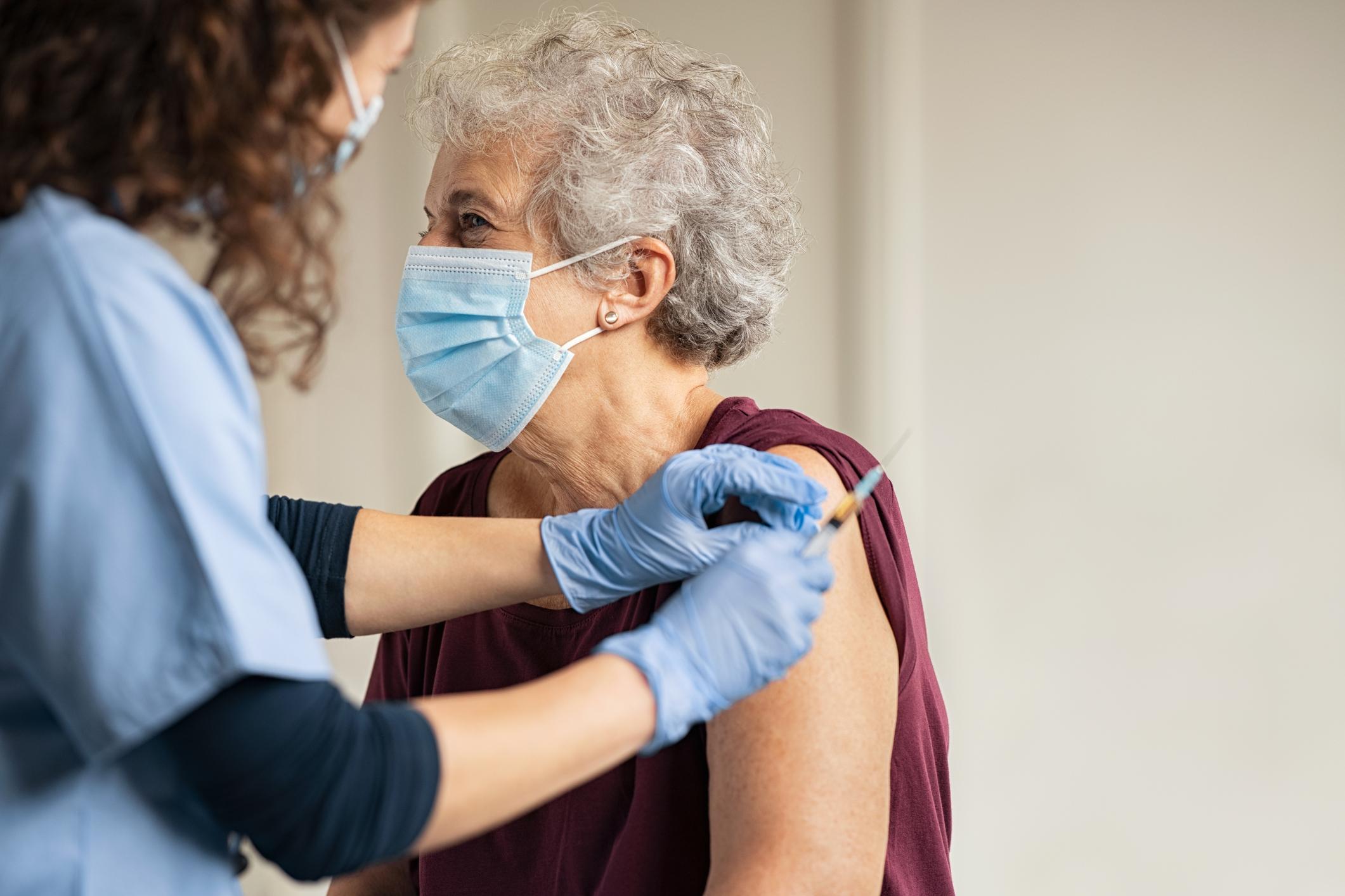 Vacuna COVID-19: ¿Quién la recibe y cuándo? | Desglose de la fase uno